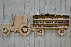 Nábytok - Polička na autíčka - TRAKTOR - 10414237_