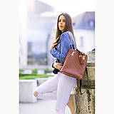 Batohy - Luxusný kožený ruksak z pravej hovädzej kože so strapcami v horčicovej farbe - 10414658_