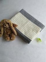 Úžitkový textil - Háčkovaná deka do kočíka bielo sivá - 10416215_