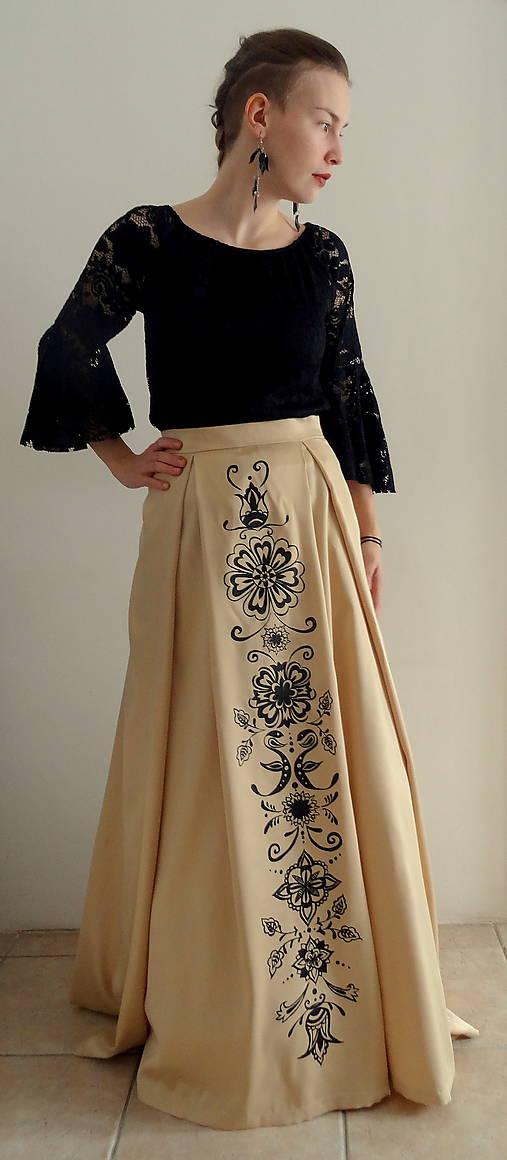 Zlatá maľovaná plesová sukňa
