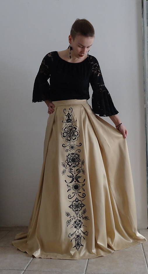 5c8a96f26bb8 Zlatá maľovaná plesová sukňa   FolkJarka - SAShE.sk - Handmade Sukne