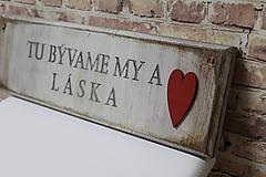 Ceduľka z masívu Tu bývame MY a LÁSKA!