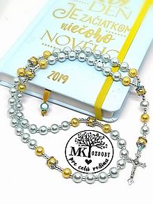 Náhrdelníky - Ruženec perličkový s textom (Modrunký-žltý) - 10418322_