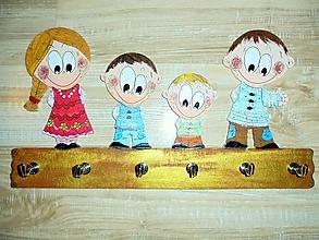 Nábytok - Vešiak - na kľúče rodinka - 10420955_