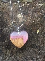 Náhrdelníky - Prívesok Srdiečko Pink&Wood - 10419004_