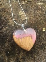 Náhrdelníky - Prívesok Srdiečko Pink&Wood - 10419005_