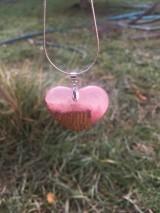 Náhrdelníky - Prívesok Srdiečko Pink&Wood - 10419006_