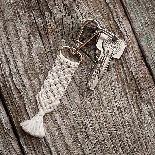 Kľúčenky - Kľúčenka - makramé - hrášok - 10420084_