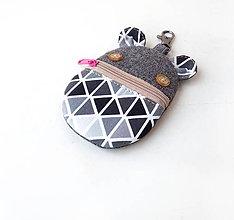 Taštičky - Kapsička na slúchadlá Zvieratko s čiernymi trojuholníkmi - 10419400_