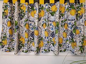 Úžitkový textil - Sada s kachličkami (Krátky záves s pútkami 136/56/48) - 10424977_
