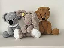 Hračky - Háčkovaný zajko Lou / Crochet bunny Lou - 10422734_
