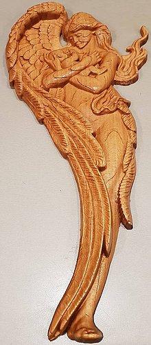 Obrázky - Drevorezba Anjel s dieťatom v náručí. - 10422177_