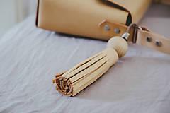 Iné doplnky - Kožený strapec na kabelku - 10423505_