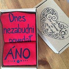 Obuv - Maľované ponožky pre ženícha (červené s modrou maľbou) - 10425739_