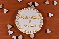 Darčeky pre svadobčanov - Drevená svadobná magnetka ako vyslužka hosťom  153 - 10423437_