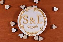 Darčeky pre svadobčanov - Drevená svadobná magnetka ako vyslužka hosťom  154 - 10423442_