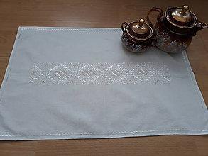 Úžitkový textil - ručne vyšívaný obrus - 10427809_