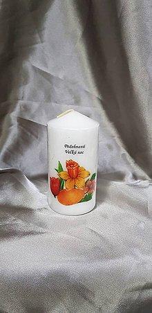 Svietidlá a sviečky - Veľkonočná sviečka biela v tvare valca s textom ,,požehnaná Veľká noc ,, - 10427950_