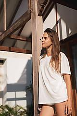 Unisex rovné tričko z organickej bavlny výstrih do V
