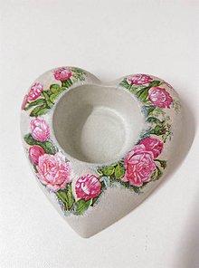 Svietidlá a sviečky - Svietnik - srdce s kvetmi - 10429793_