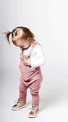 Detské oblečenie - Rastúce tepláky s trakmi s veľkou mašľou zdobenou kryštálmi EIMASS® - 10430386_