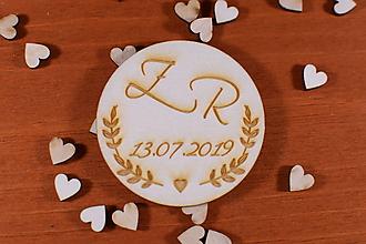 Darčeky pre svadobčanov - Drevená svadobná magnetka ako vyslužka hosťom  156 - 10426436_