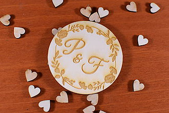Darčeky pre svadobčanov - Drevená svadobná magnetka ako vyslužka hosťom  158 - 10426443_