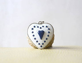 Náhrdelníky - Folk náhrdelník - biele srdiečko - 10433803_