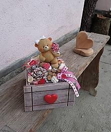 Dekorácie - Zaľúbená dekorácia s medvedíkom s kytičkou ruží - 10433022_