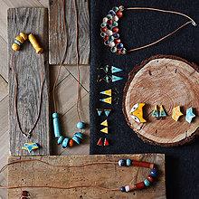 Náhrdelníky - dlhý náhrdelník modro-červeno-tyrkysový na koženej šnúre - 10433253_