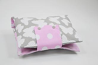 Detské doplnky - Obal na plienky sivo-biele motýliky s ružovou - 10431355_