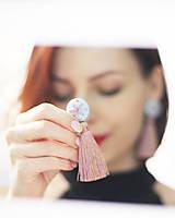 Náušnice - Vyšívané náušnice so strapcom a buttonkami - 10430560_