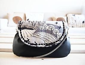 Kabelky - Čierna kabelka s motívom krajiny - 10431779_