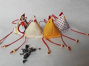 Dekorácie - Sliepočka -veľkonočná  dekorácia - levanduľové vrecúško - 10433508_