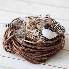 Dekorácie - Jarná dekorácia ... vtáčie hniezdo - 10434341_