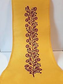 Úžitkový textil - Vyšívaný obrus stredový- žltý, 26 x 133 cm - 10432240_
