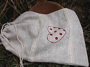 Úžitkový textil - ľanové vrecko so srdcom - 10430590_