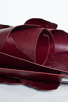 Suroviny - Zbytková koža bordová hladenica - 10433093_