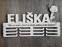 Dekorácie - Drevený vešiak na medaily_Mažoretka - 10434800_