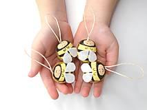 Dekorácie - Veľkonočné oriešky (Včielka) - 10434797_