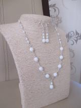Náhrdelník s náušnicami - bielo-strieborná šperková sada