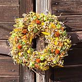 Dekorácie - Žlto-oranžový prírodný veniec - 10438012_