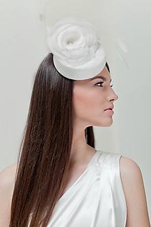 Ozdoby do vlasov - Hodvábny svadobný klobúčik s kvetmi - 10437325_