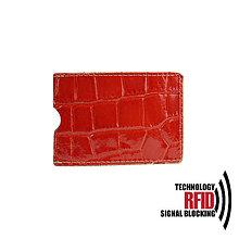 Peňaženky - RFID ochranné púzdro na karty, červené croco - 10436937_