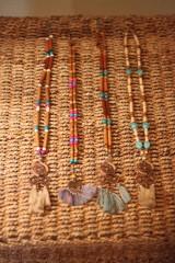 Náhrdelníky - Bohémsky náhrdelník so strapcami - 10435042_