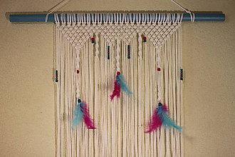 Dekorácie - Tyrkysovo ružové makramé s pierkami - 10435351_
