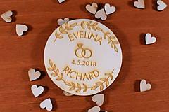 Darčeky pre svadobčanov - Drevená svadobná magnetka ako vyslužka hosťom  160 - 10436049_