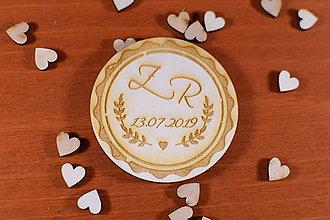 Darčeky pre svadobčanov - Drevená svadobná magnetka ako vyslužka hosťom  161 - 10436050_