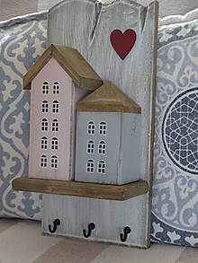Nábytok - Vešiak s domčekami - 10439422_