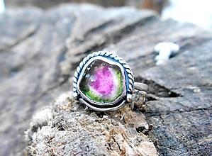 Prstene - Strieborný Prsteň s Melónovým Turmalínom - 10441179_